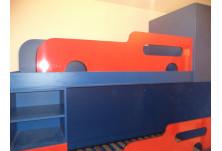 детска стая чили гланц и синьо Предпазни табли имитиращи камиончета